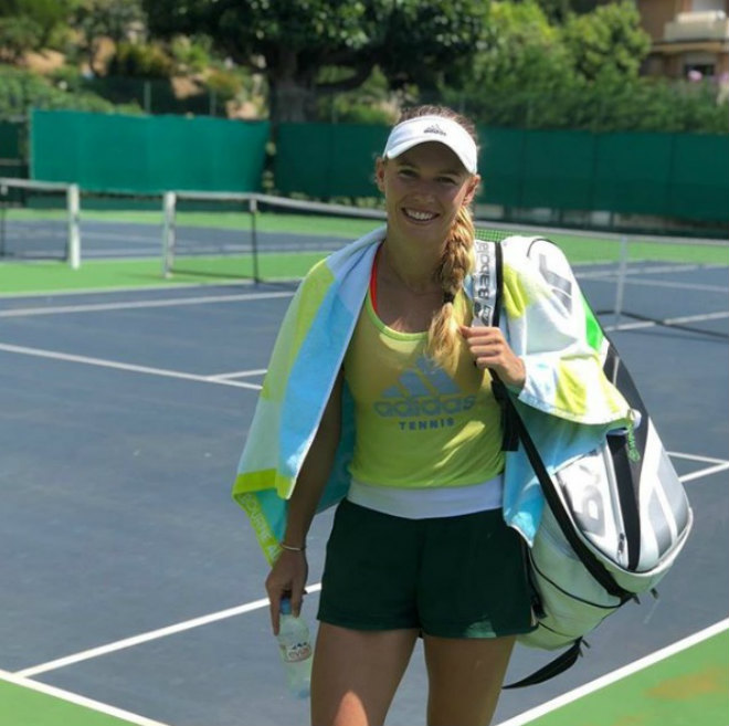 Kieu-nu-tennis-dua-sac-Wozniacki-1.jpg